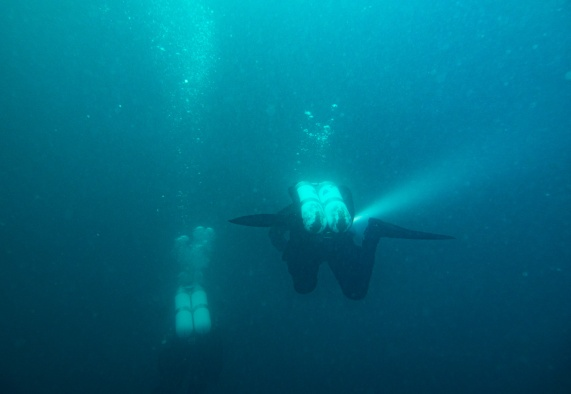 Descending to the wreck