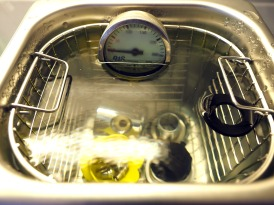 The ultrasonic cleaner in action
